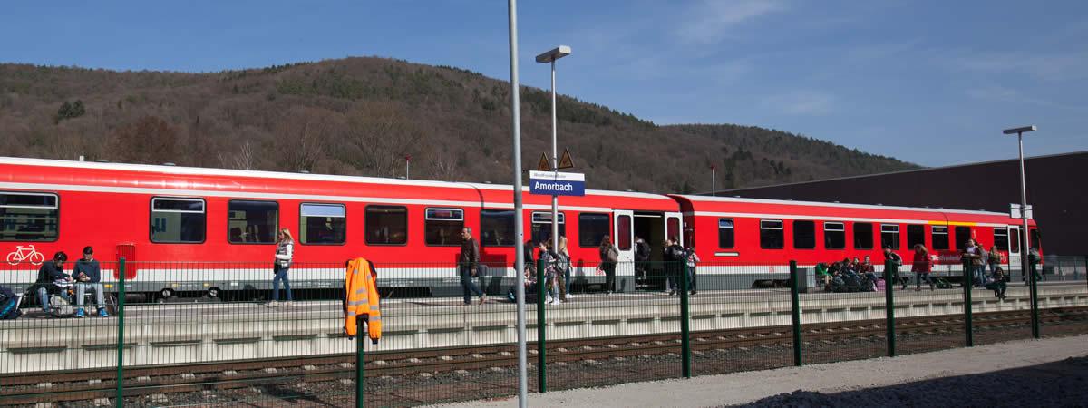 Westfrankenbahn am Bahnhof in Amorbach