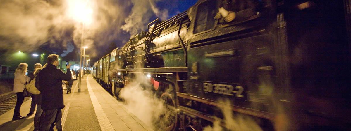 Die Dampflok im Bahnhof Amorbach